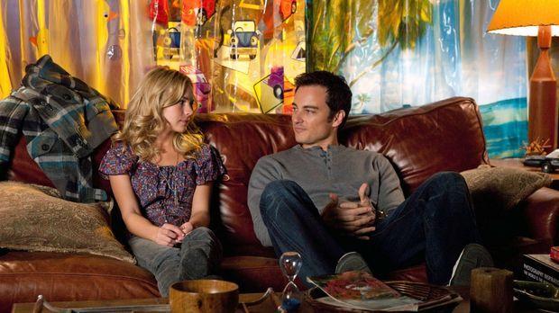 Gelingt es Ryan (Kerr Smith, r.), Lux (Brittany Robertson, l.) zu überzeugen,...