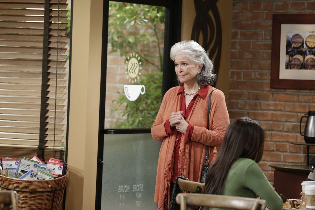 Shirley (Ellen Burstyn) ist zurück in das Leben von Bonnie und Christy gekommen, um ihre Tochter und Enkelin um Vergebung zu bitten ... - Bildquelle: 2015 Warner Bros. Entertainment, Inc.