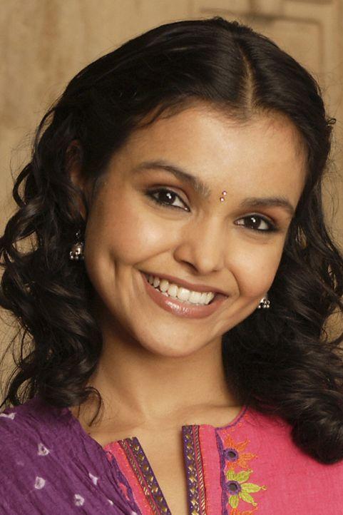 Die tollpatschige Choreographin Gita (Deepti Daryanani) hat sich Hals über Kopf in den Bollywood-Star Rahim verliebt ... - Bildquelle: Disney - ABC - ESPN Television