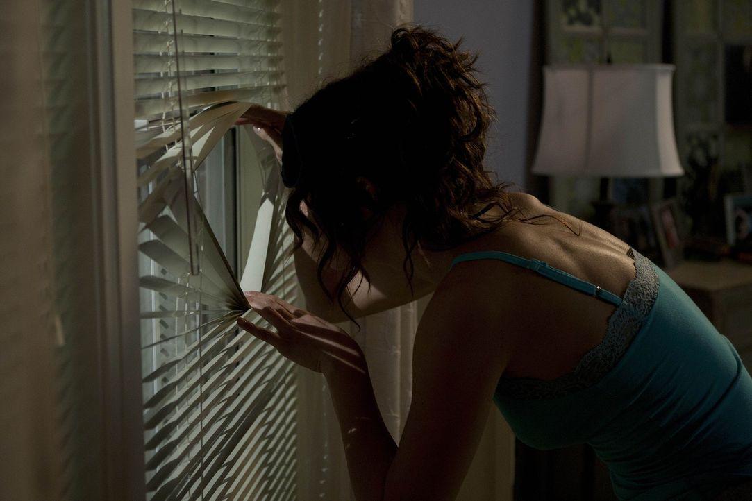 Während Aaron und Fitz ihren Mitbewohner-Jahrestag feiern, versucht Sara (Danneel Ackles) bei ihrem Schwarm, einen Sanitäter des Krankenhauses, zu... - Bildquelle: NBC Universal, Inc.