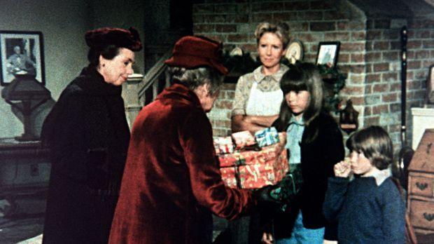 Emily (Mary Jackson, l.) und Mamie (Helen Kleeb, 2.v.l.) bringen ihren Schütz...