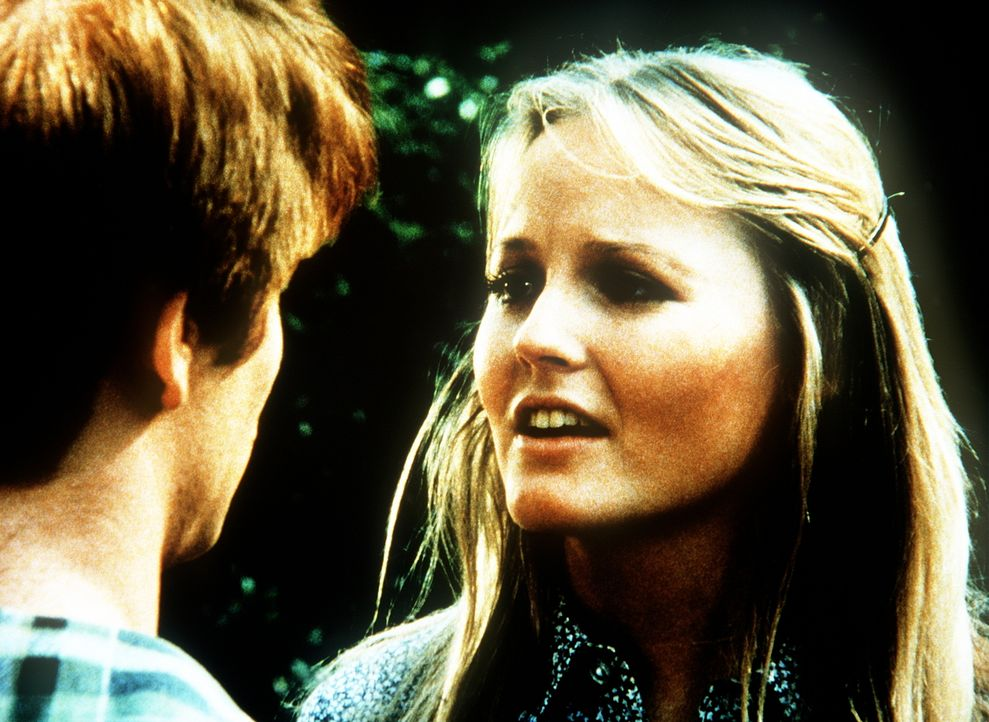 Ben Walton (Eric Scott, l.) hat heimlich geheiratet. Seine Frau Cindy (Leslie Winston, r.) hat noch Bedenken, ob die Waltons sie wirklich vorbehaltl... - Bildquelle: WARNER BROS. INTERNATIONAL TELEVISION