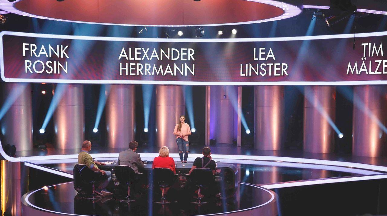 Nur der Geschmack zählt: Tim Mälzer (r.), Frank Rosin (l.), Alexander Herrmann (2.v.l.) und Lea Linster (2.v.r.) suchen Deutschlands besten Koch ... - Bildquelle: Guido Engels SAT.1