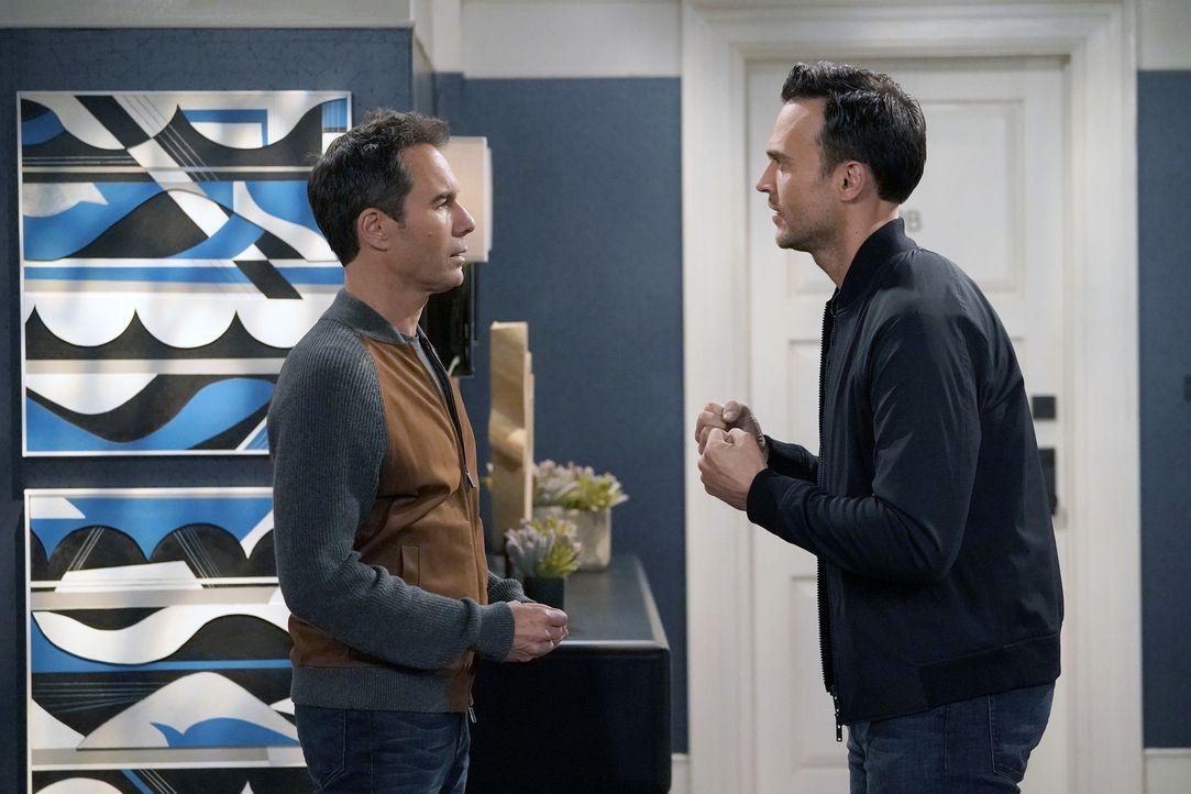 Als Will (Eric McCormack, l.) auf seine erste Liebe Michael (Cheyenne Jackson, r.) trifft, bandeln die beiden wieder an. Kann das gutgehen? - Bildquelle: Chris Haston 2017 NBCUniversal Media, LLC