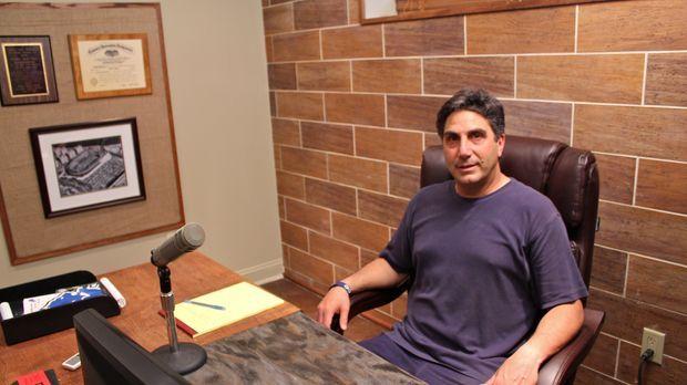 Bob Papa (Foto) arbeitet als Sportreporter von daheim. Daher benötigt Bob ein...