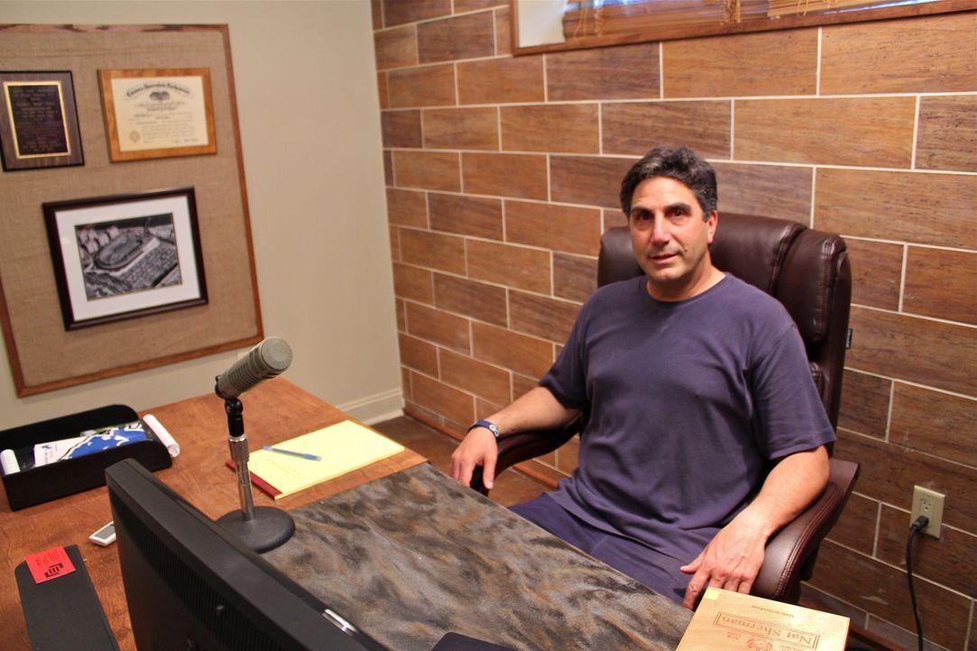 Bob Papa (Foto) arbeitet als Sportreporter von daheim. Daher benötigt Bob einen ruhigen Raum, in dem er seinem Beruf ohne Unterbrechungen durch sein... - Bildquelle: Nathan Frye 2011, DIY Network/Scripps Networks, LLC.  All Rights Reserved.