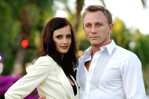 Eva-Green-Daniel-Craig-James-Bond-Casino-Royale-2006-WENN-com - Bildquelle: W...