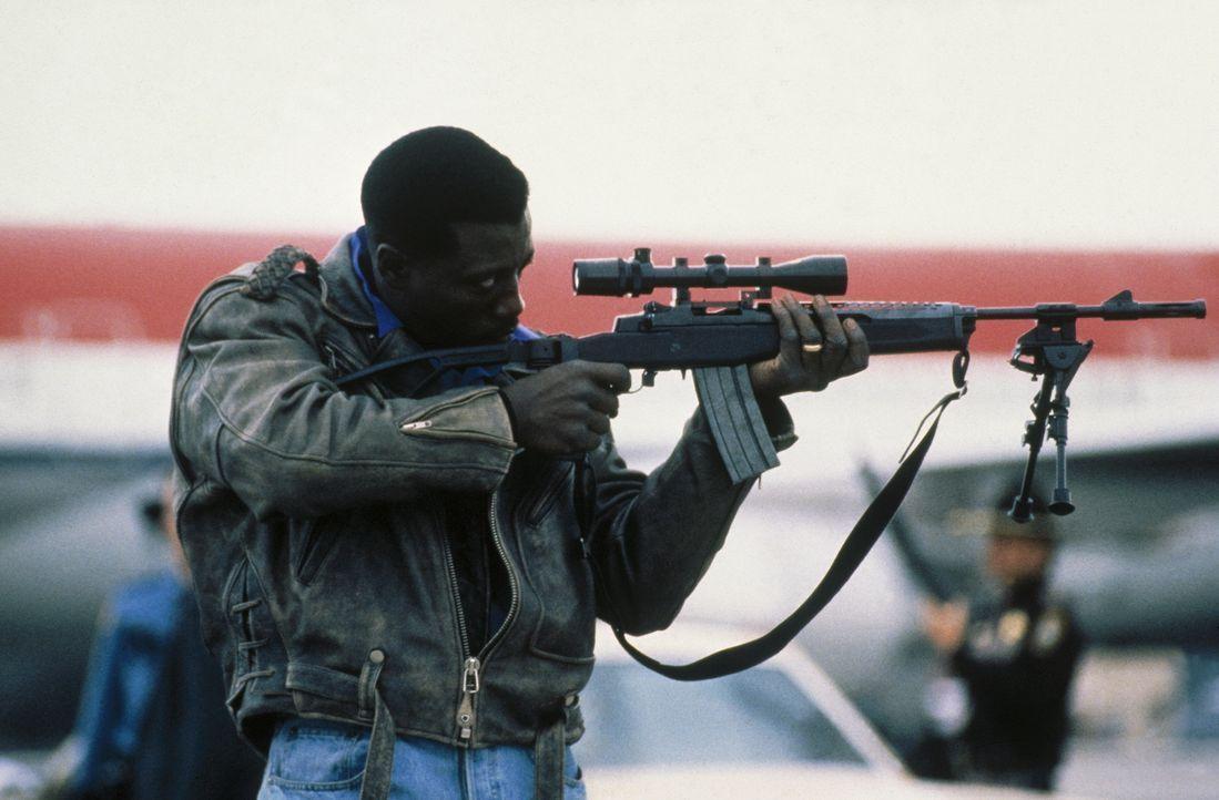 Einen gefährlichen Terroristen im Visier: Anti-Terror-Experte John Cutter (Wesley Snipes) ... - Bildquelle: Warner Bros.