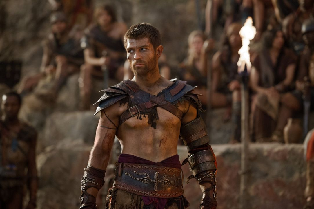 Spartacus (Liam McIntyre) erklärt sich bereit, Tiberius gegen 500 Kämpfer von Crixus' früherer Armee freizulassen. Doch dies will Kore keineswegs hi... - Bildquelle: 2012 Starz Entertainment, LLC. All rights reserved.