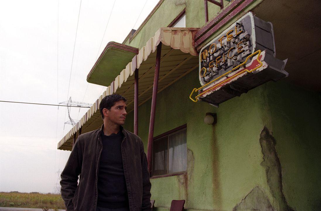 Um den Mörder seiner Frau zu finden, macht Renny (James Caviezel), das einzig Opfer ausfindig, das die Attacke des Psychopathen überlebt hat. Er h... - Bildquelle: Warner Bros.