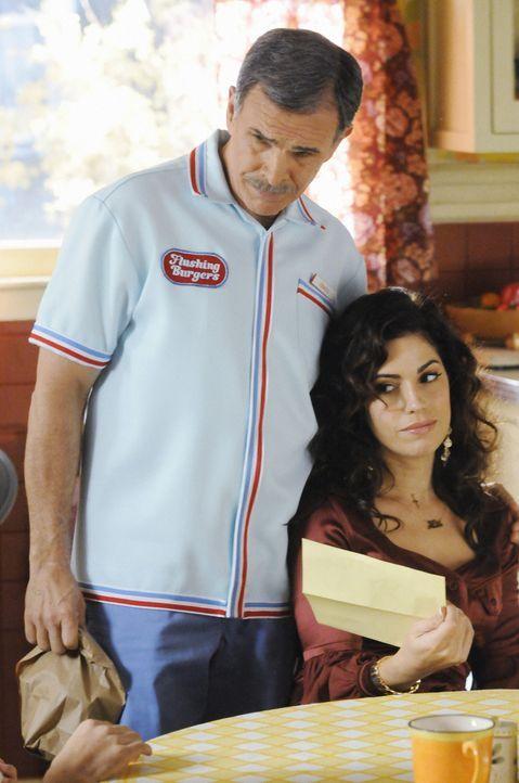 Hilda (Ana Ortiz, r.) hat große Sorgen. Da kann auch der Papa (Tony Plana, l.) nur bedingt helfen ... - Bildquelle: 2008   ABC Studios