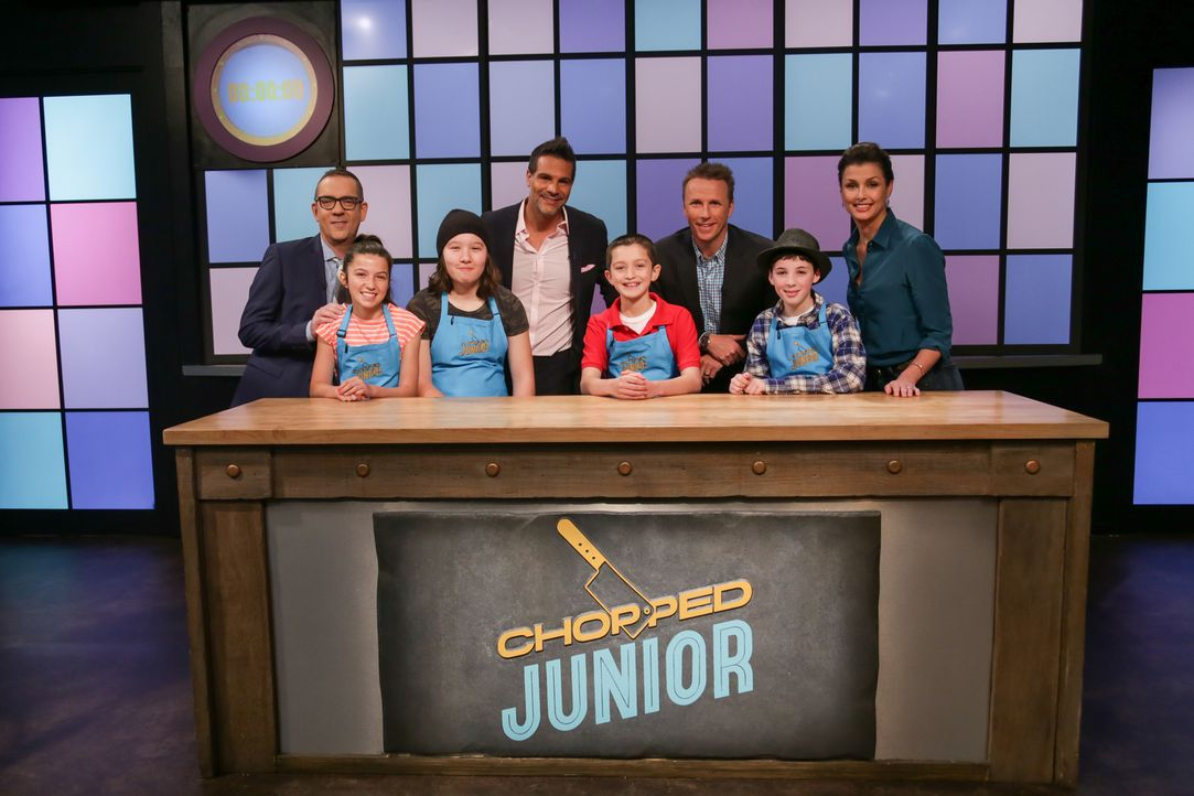 (v.l.n.r.) Ted Allen; Ellie Zeiler; Greta Lau; Angelo Sosa; Christian Bonadio; Marc Murhpy; Alex Wise; Bridget Moynahan - Bildquelle: Susan Magnano 2016,Television Food Network, G.P. All Rights Reserved/Susan Magnano