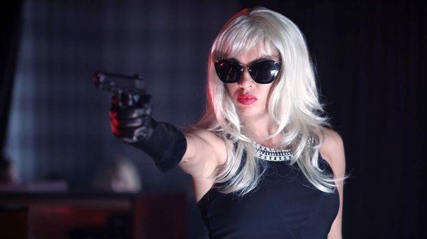 In Cannes genießt Maxim, Spross reicher Eltern, ein sorgloses Leben. Als er m...