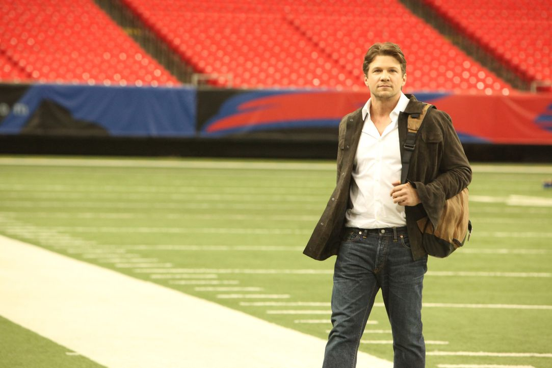 Aus einem One-Night-Stand entwickelt sich eine außergewöhnliche Einnahmequelle, denn Matt (Marc Blucas) ist Sporttrainer der New York Hawks Footba... - Bildquelle: 2011 Sony Pictures Television Inc. and Universal Network Television LLC.  All Rights Reserved.