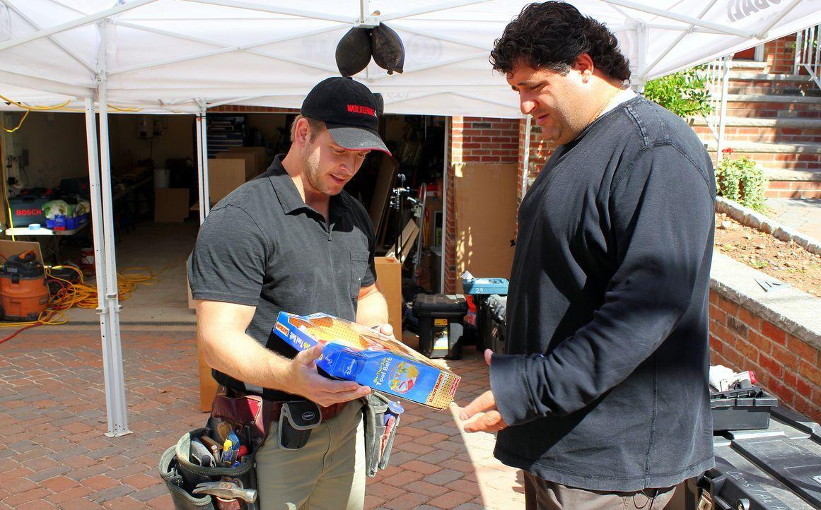 Jason Cameron (l.), Tony Siragusa (r.) - Bildquelle: Nathan Frye 2011, DIY Network/ Nathan Frye
