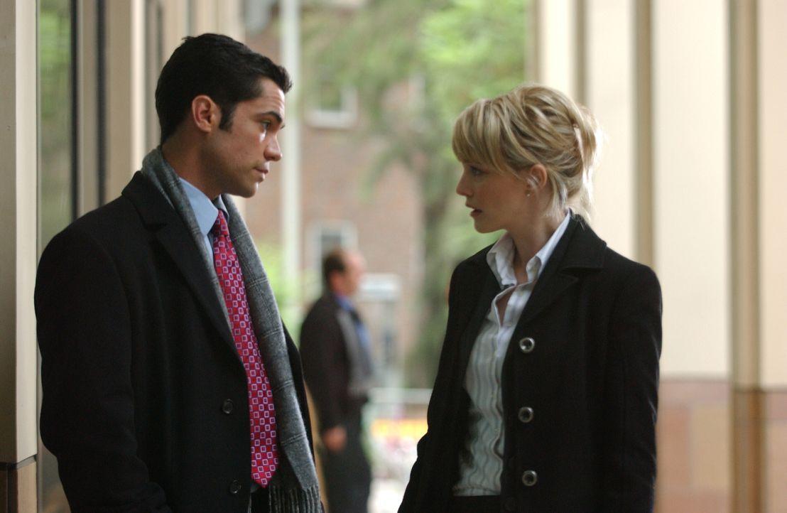Wie können Det. Lilly Rus (Kathryn Morris, r.) und Det. Scott Valens (Danny Pino, l.) den wahren Täter überführen? - Bildquelle: Warner Bros. Television