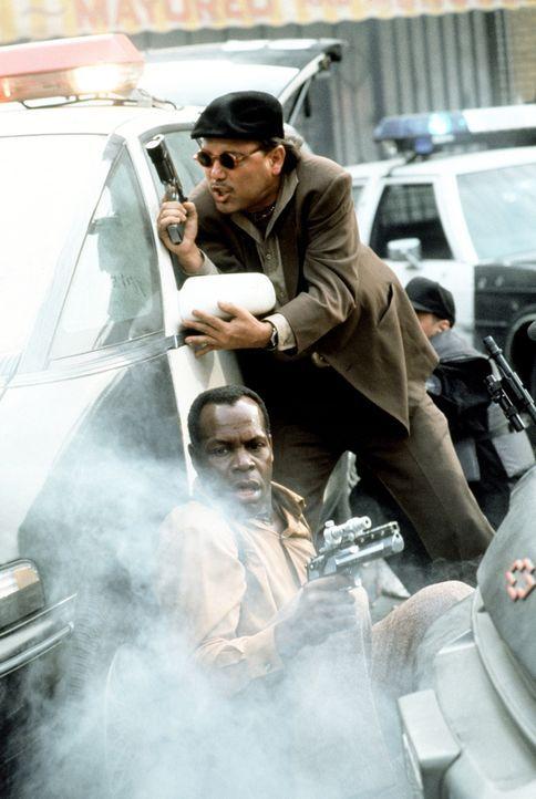 Immer im Einsatz: Die L. A.-Cops Harrigan (Danny Glover, l.) und Danny (Ruben Blades, r.) liefern sich ein heißes Feuergefecht mit hemmungslosen Dro... - Bildquelle: 1990 Twentieth Century Fox Film Corporation.