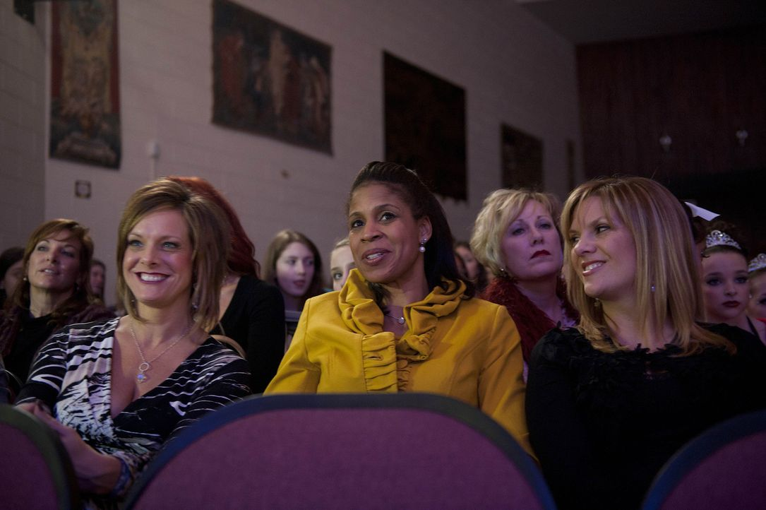 Während der Streit zwischen Kelly (l.) und Abby eskaliert, trifft Melissa (r.) eine Entscheidung zum Wohle ihrer Tochter und Holly (M.) sieht sich e... - Bildquelle: 2012 A+E Networks