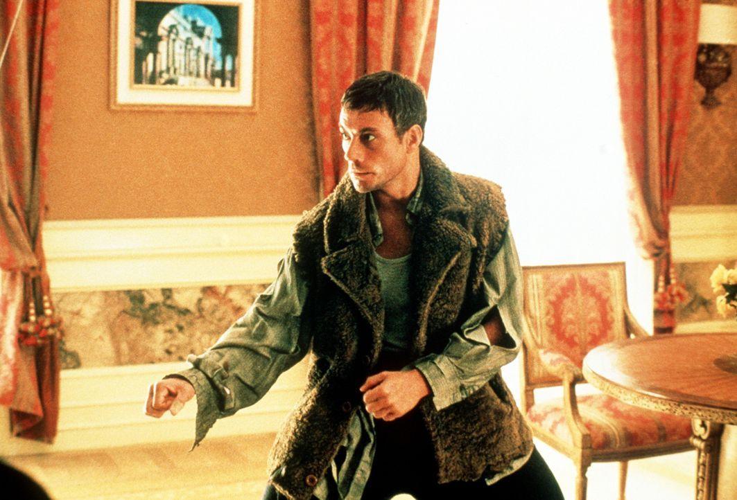 Kaum hat Anti-Terror-Spezialist Jack (Jean-Claude Van Damme) in seinem Hotel in Rom eingecheckt, schickt ihm der gefährliche Terrorist Stavros seine... - Bildquelle: Columbia TriStar