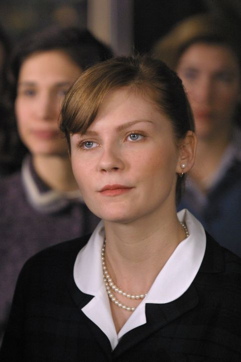 Als Tochter einer ehemaligen Wellesley-Absolventin stellt Betty Warren (Kirsten Dunst) die Normen der exklusiven Gesellschaftsschicht nie in Frage.... - Bildquelle: 2004 Sony Pictures Television International. All Rights Reserved.