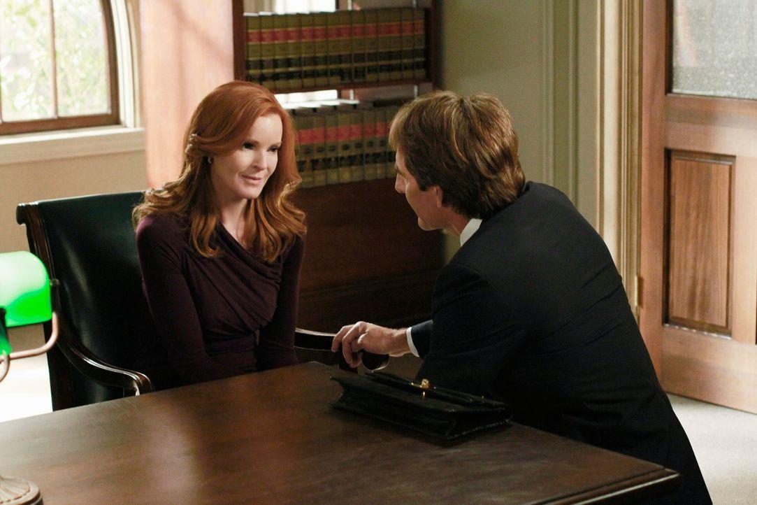 Für Bree (Marcia Cross, l.) sieht es im Prozess immer schlechter aus und Trip (Scott Bakula, r.) fleht sie an, ihm endlich die Wahrheit über Alejand... - Bildquelle: ABC Studios