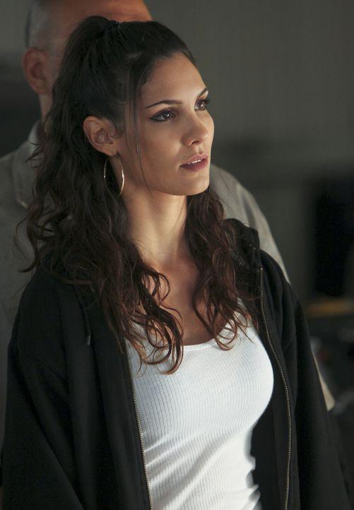 Um einen fall zu lösen, ermittelt Kensi (Daniela Ruah) undercover in einer Autowerkstatt ... - Bildquelle: CBS Studios Inc. All Rights Reserved.