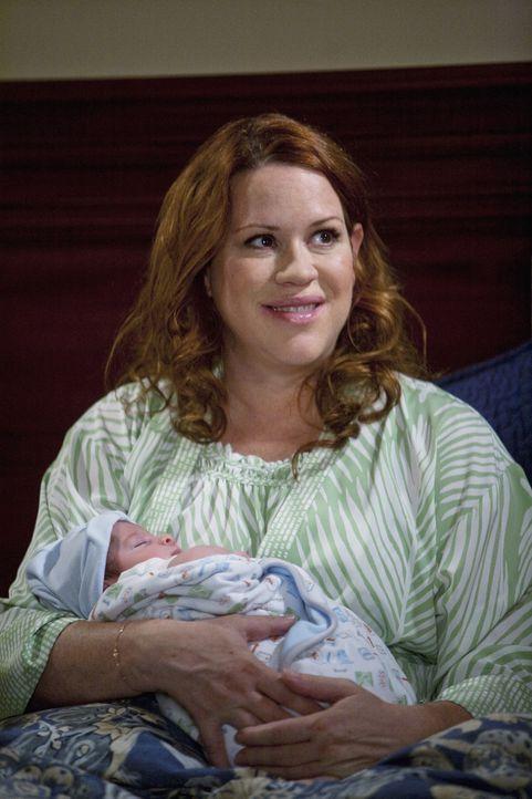 Das Baby ist da! Anne (Molly Ringwald) ist überglücklich und froh, dass sie und ihr Sohn alles gut überstanden haben ...
