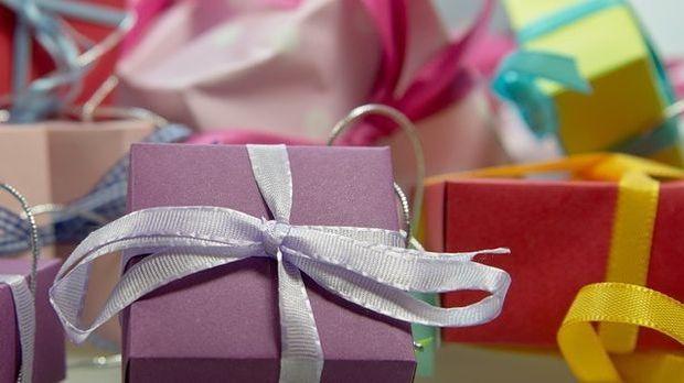 Geschenk-mit-Schleife