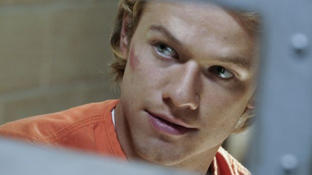 MacGyver - MacGyver (Lucas Till) ermittelt verdeckt als Insasse eines Hochsic...