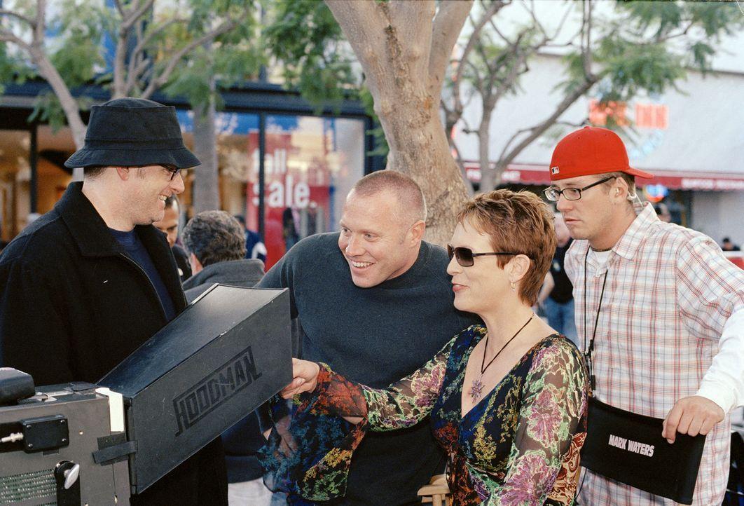 Regisseur Mark Waters, l. und seine Hauptdarstellerin Jamie Lee Curtis, r. - Bildquelle: Buena Vista Pictures Distribution