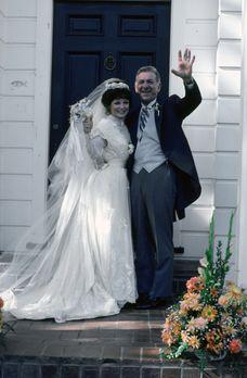 Quincy - Quincy (Jack Klugman, r.) und Emily (Anita Gillette, l.) geben sich...