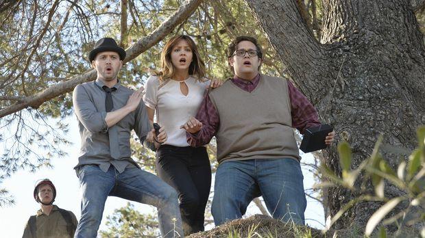 Als Toby (Eddie Kaye Thomas, l.), Paige (Katharine McPhee, M.) und Sylvester...