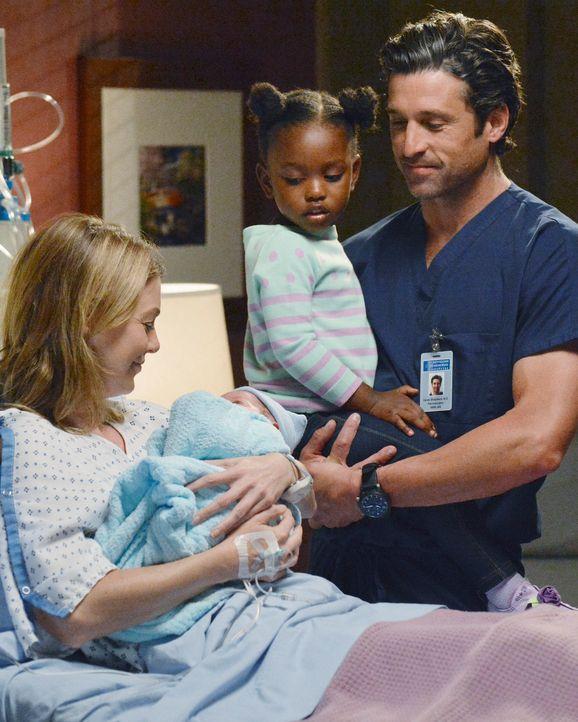 Meredith (Ellen Pompeo, l.) kann ihr Mutterglück kaum fassen, nachdem sie sich kurzerhand einem Kaiserschnitt unterziehen musste. Sie und Derek (Pa... - Bildquelle: ABC Studios