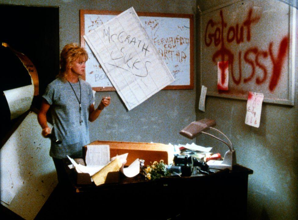 Offensichtlich ist die Mannschaft nicht sehr begeistert, eine Frau als Trainer zu bekommen. Doch so leicht gibt Molly McGrath (Goldie Hawn) nicht au... - Bildquelle: Warner Bros.