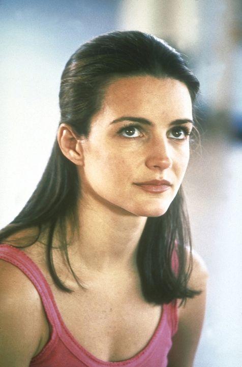 """Nach dem ultimativen Supervibrator namens """"The Rabbit"""" wird Charlotte (Kristin Davis) süchtig. - Bildquelle: Craig Blankenhorn 1998 Rysher Entertainment, Inc."""