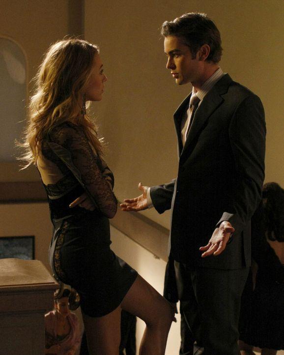 Serena (Blake Lively, l.) ist von Nate (Chace Crawford, r.) enttäuscht, weil er bei ihrem Plan nicht hinter ihr stand. - Bildquelle: Warner Brothers.