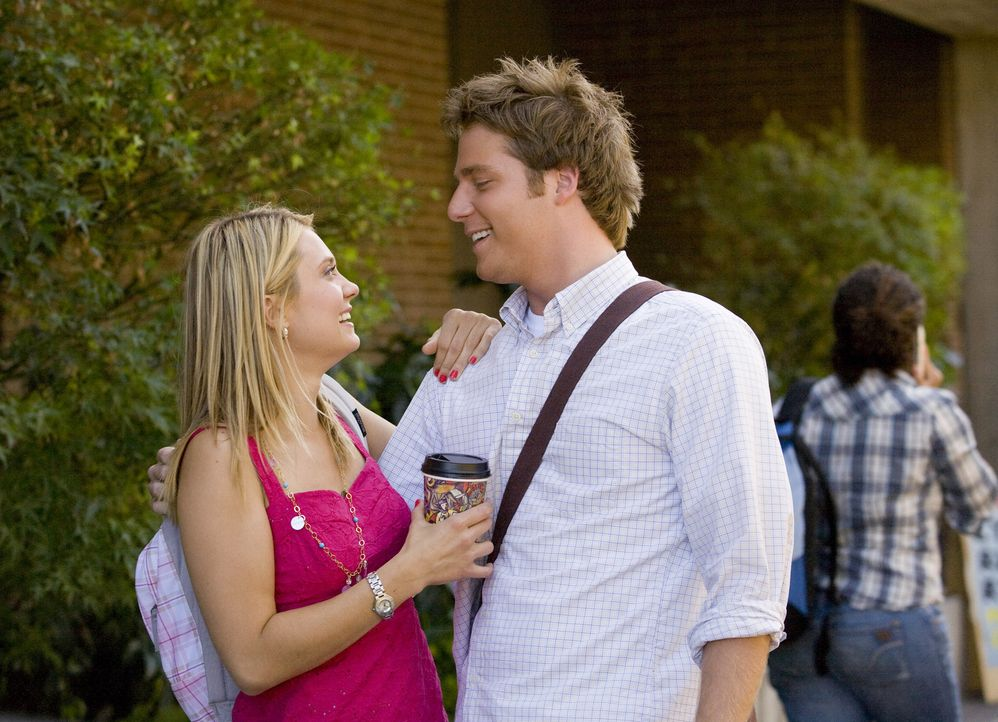 Casey (Spencer Grammer, l.) freut sich über die Liebeserklärung von Evan (Jake McDorman, r.) ... - Bildquelle: 2007 ABC FAMILY. All rights reserved. NO ARCHIVING. NO RESALE.