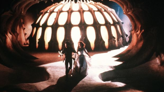 Prinz Colwyn (Ken Marshall, l.) und Prinzessin Lyssa (Lysette Anthony, r.) mü...
