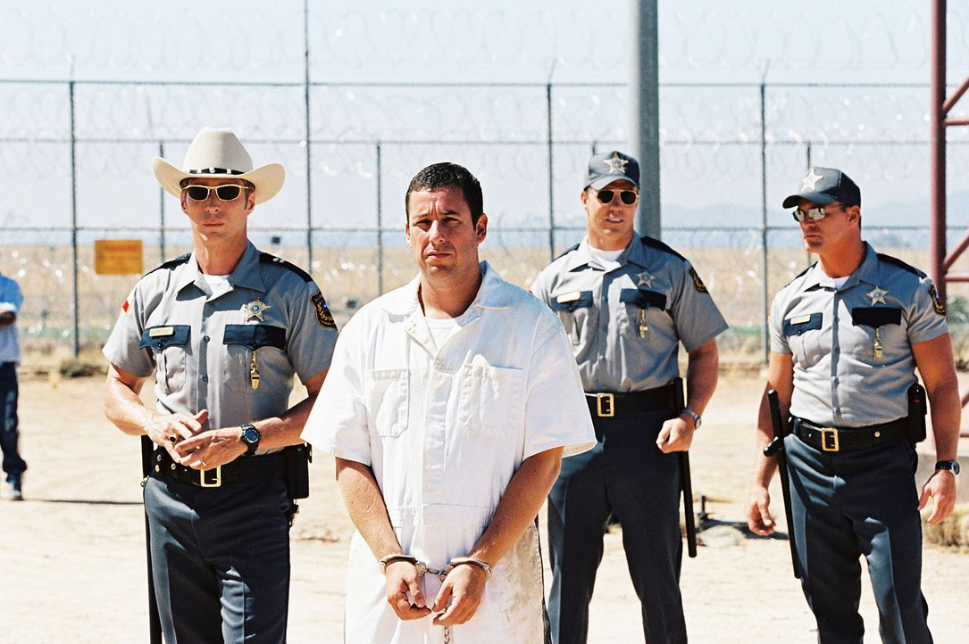 Nachdem er bei einer wilden Jagd durch Los Angeles von der Polizei in volltrunkenem Zustand in der geklauten Nobelkarosse seiner Freundin gestellt w... - Bildquelle: Sony 2007 CPT Holdings, Inc.  All Rights Reserved.