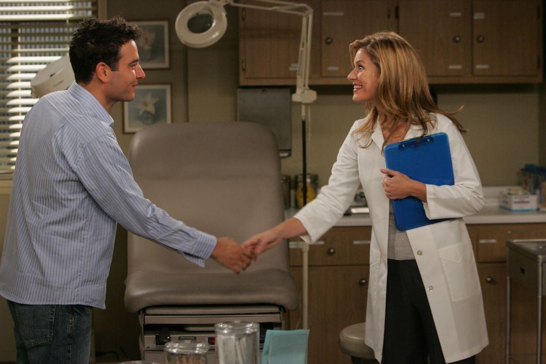 Da Ellen etwas von einer Sarah (Beth Lacke, r.) erwähnt, versucht Ted (Josh Radnor, l.) sie ausfindig zu machen, in der Hoffung, dass sie die Richti... - Bildquelle: 20th Century Fox International Television