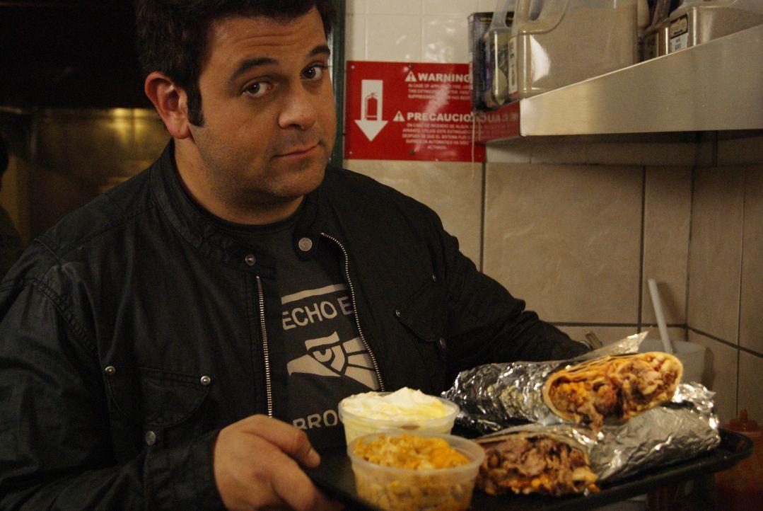 Durch ganz Amerika reist Adam Richman auf der Suche nach kulinarischen Perlen. Diesmal widmet er sich einem Burrito der besonderen Art ... - Bildquelle: 2010, The Travel Channel, L.L.C.