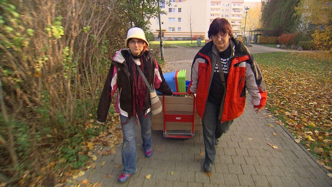 Wir möbeln auf! Schwedenschick im Plattenbau: Steffi und Chris beim Großeinkauf ... - Bildquelle: SAT.1