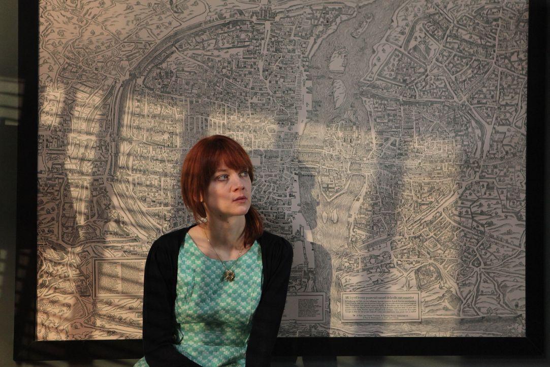 Dieser Fall zeigt Chloé (Odile Vuillemin) deutlich, dass sie ihren Mentor Lamarck eigentlich gar nicht wirklich kennt ... - Bildquelle: Xavier Cantat 2011 BEAUBOURG AUDIOVISUEL