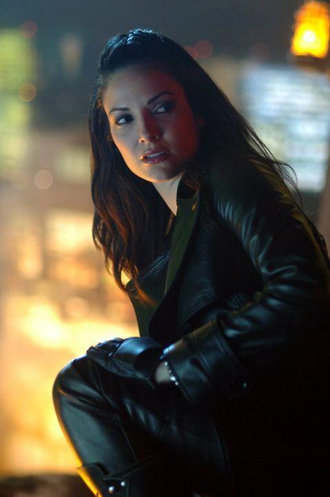 Die Reporterin Andrea (Denise Quiñones) hat ähnliche Kräfte wie Clark, die sie vor der Öffentlichkeit geheim hält ... - Bildquelle: Warner Bros.