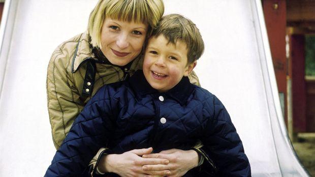 Wolffs Revier - Verena (Nadine Seiffert, l.) mit Luis (Bruno Schubert, r.) ©...