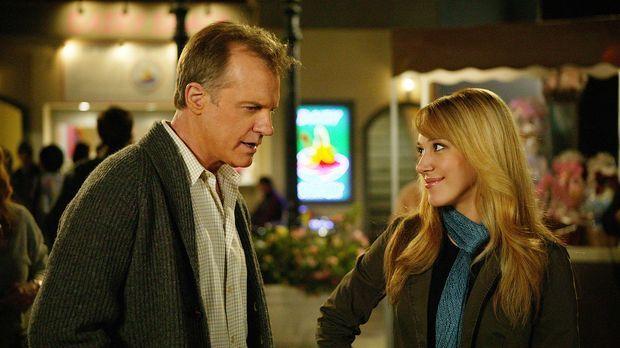 Während einer Unterhaltung mit Sandy (Haylie Duff, r.) wird Eric (Stephen Col...