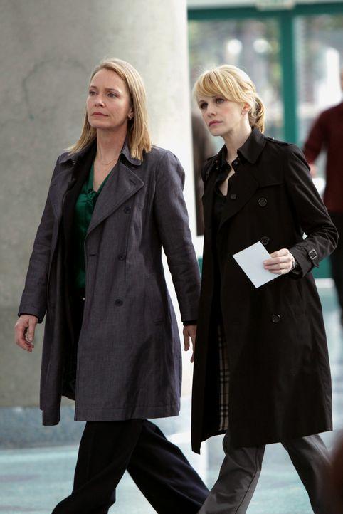 Det. Lilly Rush (Kathryn Morris, r.) und Diane Yates (Susanna Thompson, l.) sind einem Serienmörder auf der Spur, der zwischen seinen Morden 27 Jah... - Bildquelle: Warner Bros. Television