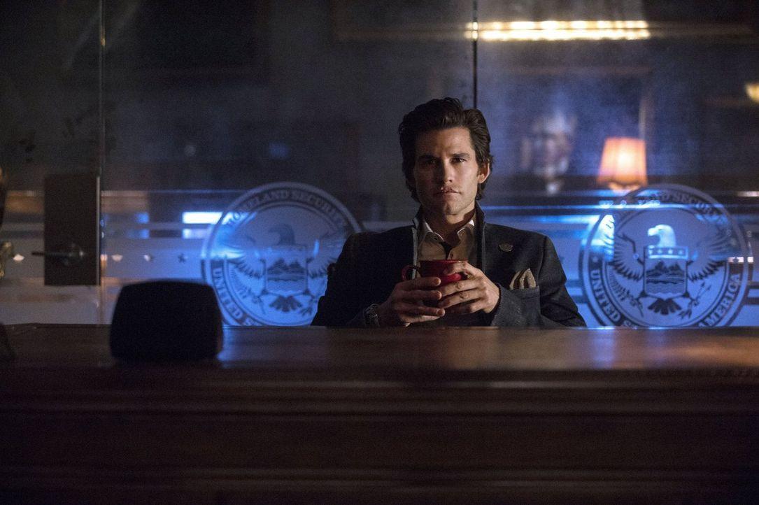 """Wird Cage Wallace (Johnny Whitworth) dafür bezahlen müssen, dass er gegen den Willen seines Vaters gehandelt hat oder reißt er die Herrschaft in """"Mo... - Bildquelle: 2014 Warner Brothers"""
