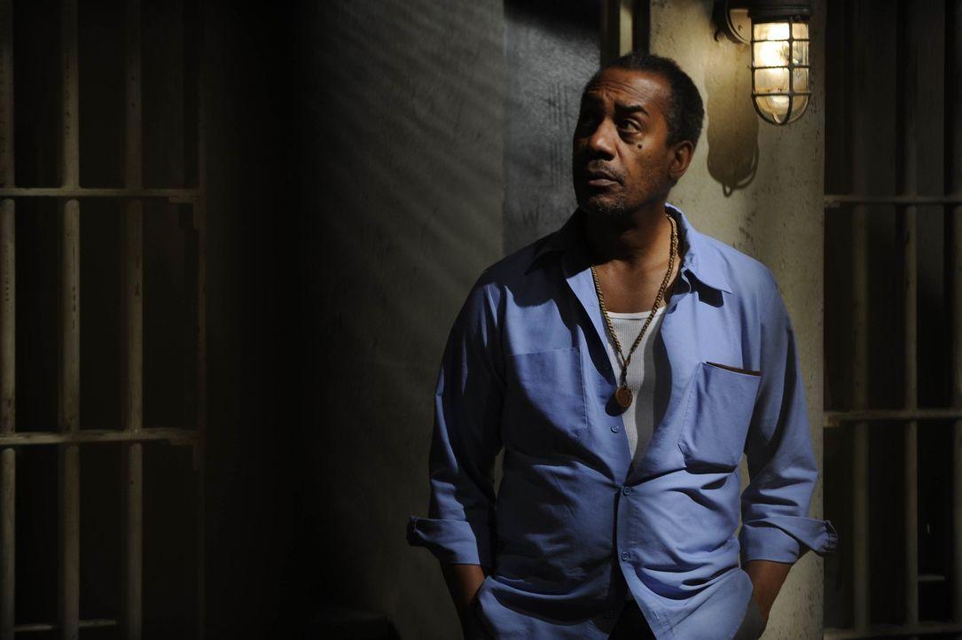 Was weiß Häftling John (Joe Morton) etwas über die auffällig vielen Selbstmorde im Gefängnis? - Bildquelle: Philippe Bosse SCI FI Channel