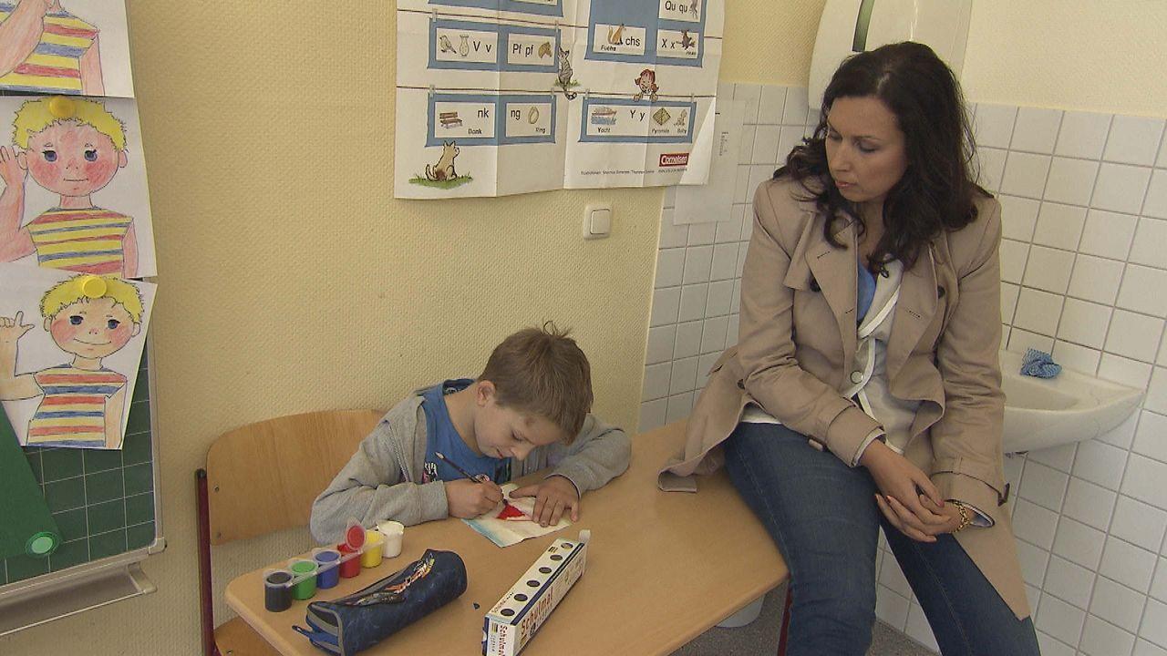 Alina_besucht_Jannik_in_der_Schule_1 - Bildquelle: SAT.1